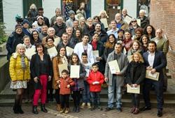 Sozialdezenentin Pia Steinrücke hat am Dienstag 72 neuen Staatsbürgern feierlich Ihre Einbürgerungsurkunden im Glockenhaus überreicht. Foto: Hans-Jürgen Wege für die Hansestadt Lüneburg